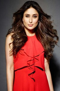 1242x2688 Kareena Kapoor Vogue