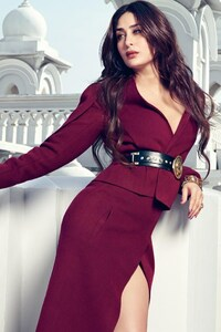 640x1136 Kareena Kapoor