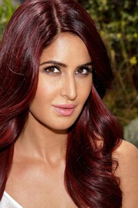 320x568 Katrina Kaif Red Hairs
