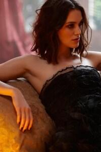 540x960 Keira Knightley Black Dress
