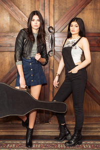 750x1334 Kendall And Kylie Jenner X PacSun