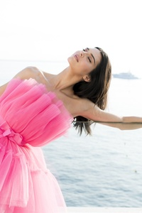 1080x2280 Kendall Jenner AmfAR Cannes Gala 2019