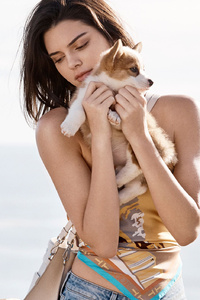 640x1136 Kendall Jenner With Dogs