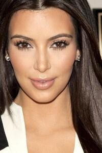 750x1334 Kim Kardashian Brunette