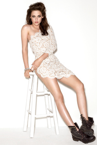 750x1334 Kristen Stewart Gorgeous 2021