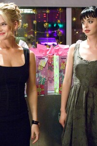 540x960 Krysten Ritter And Alice Eve In Shes Out Of My League