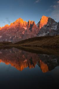 Lake Between Mountains 4k