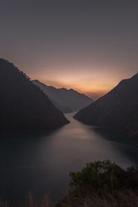 Lake Between Mountains 5k