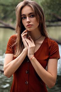 640x960 Lake Side Girl 4k