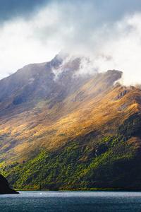 Lake Wakatipu And Surrounding Mountains