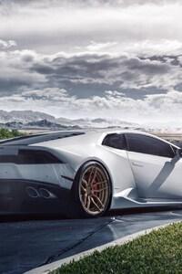 Lamborghini Huaracan White