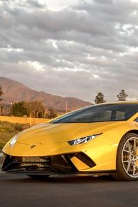 Lamborghini Peformante Huracan Yellow 5k