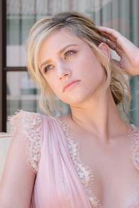 Lili Reinhart Actress