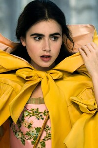 480x854 Lily Collins Still From Mirror Mirror Movie