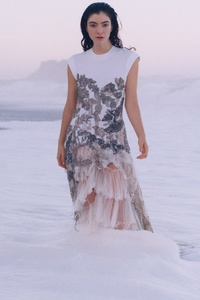 2160x3840 Lorde Theo De Gueltzl For Vogue 10k