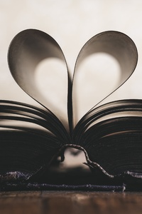 750x1334 Love Book