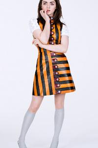 320x480 Maisie Williams Glamour Magazine