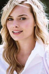 240x320 Margot Robbie Actress