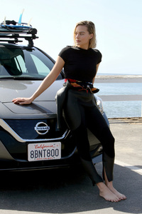 640x1136 Margot Robbie Ambassador Of Nissan