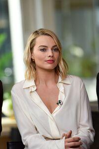 540x960 Margot Robbie Closeup 4k