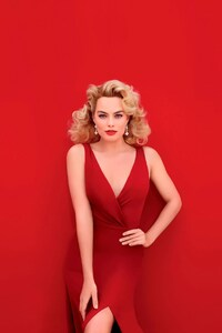 1080x1920 Margot Robbie In Red Dress