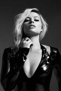 1440x2960 Margot Robbie Monochrome 5k