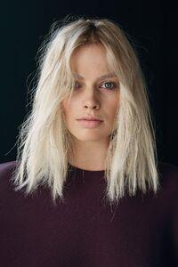 540x960 Margot Robbie Portrait Close Up