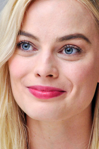 640x1136 Margot Robbie Smiling 4k