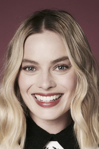 1242x2688 Margot Robbie Smiling 5k