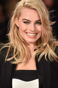 Margot Robbie Smiling Cute 4k