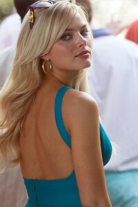 240x320 Margot Robbie The Wolf Of Wall Street