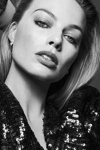 Margot Robbie V Magazine Monochrome 5k