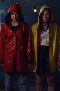 640x1136 Max And Eleven Stranger Things Season 3