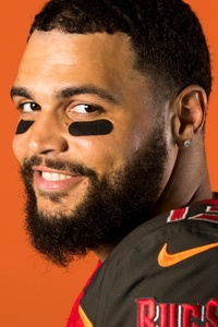 1242x2688 Mike Evans
