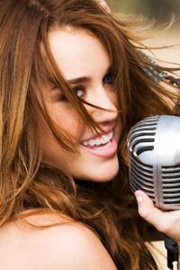 640x960 Miley Cyrus