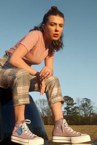 1125x2436 Millie Bobby Brown Converse 10k