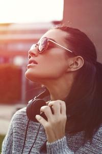 Model With Glasses 4k