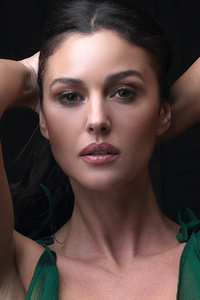 1242x2688 Monica Bellucci Esquire 2020