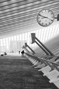 480x854 Monochrome Hallway Architecture