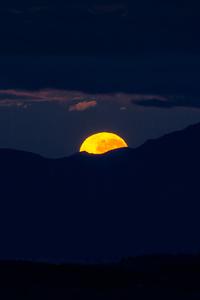 1080x1920 Morning Moonset 4k