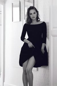 320x568 Natalie Portman Monochrome 4k