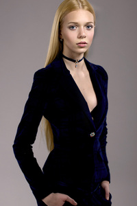 Nika Herndlhofer Model
