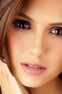 Nina Dobrev Face