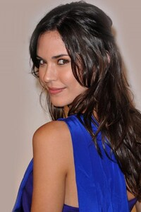 320x568 Odette Annable Cute