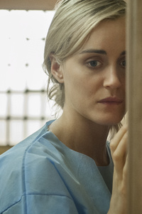 1080x1920 Piper Chapman And Alex In Orange Is The New Black