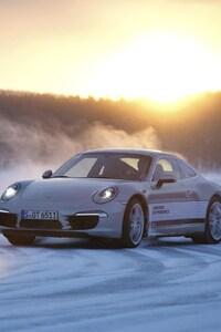 1242x2688 Porsche 911 Snow