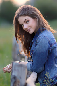 320x568 Portrait Of A Young Beautiful Girl 4k