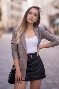 640x960 Preety Blonde Girl Outdoor 4k