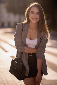1440x2560 Preety Girl Smiling 4k