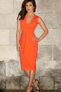 2160x3840 Priyanka Chopra Body Shape